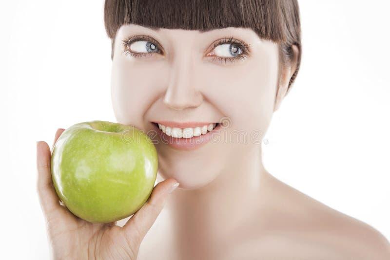 Natürliche Schönheit - schöne Frau mit grünem Apfel - (REIHEN) stockfoto