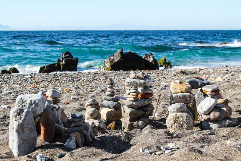 Natürliche Skulpturen am Strand lizenzfreies stockfoto