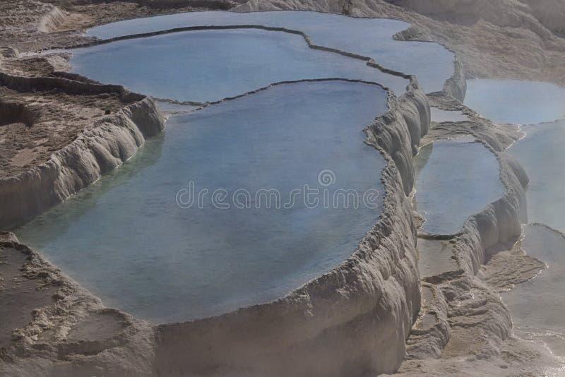Natürliche Travertinpools und Terrassen, Pamukkale, die Türkei lizenzfreie stockfotos