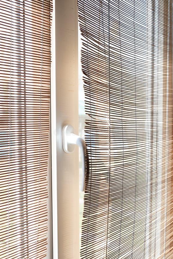 Natürliche Vorhänge des Strohs, Jalousie Die Strohzweig-Hintergrundbeschaffenheit, die f?r irgendwelche passend ist, entwerfen stockbild