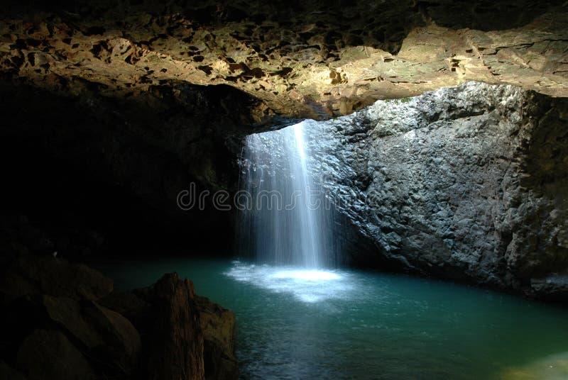 Natürlicher Bogen - Wasserfall lizenzfreies stockbild