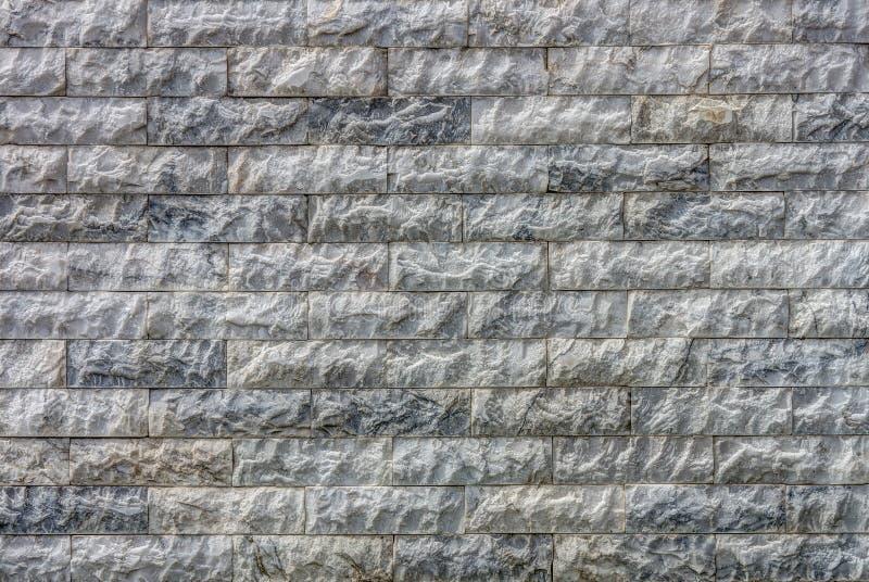 Natürlicher Marmorstein deckt Wand mit Ziegeln stockfotos