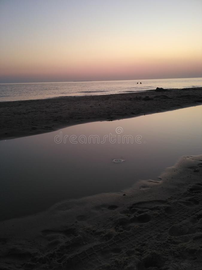 Natürlicher Meerwasser-Buchensonnenuntergang stockbilder