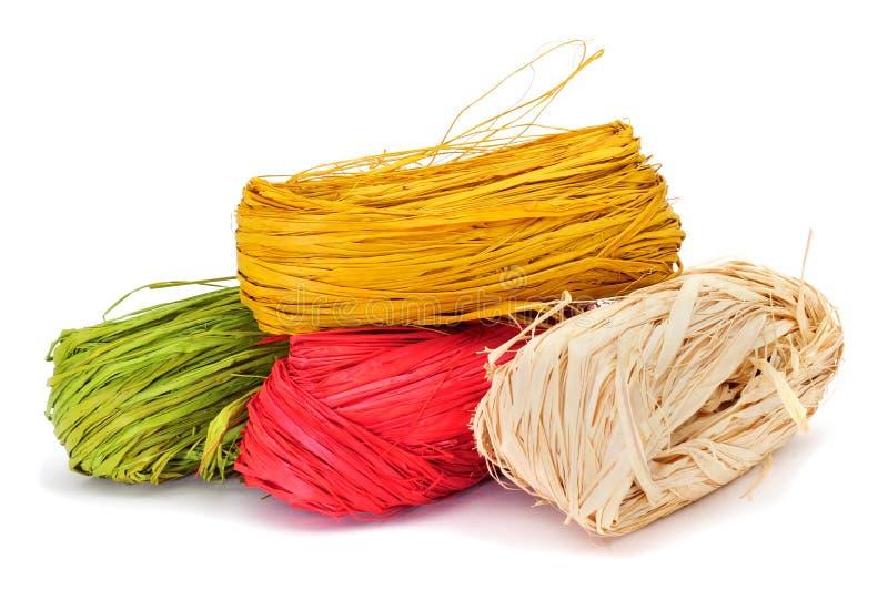 Natürlicher Raffiabast von verschiedenen Farben stockbild