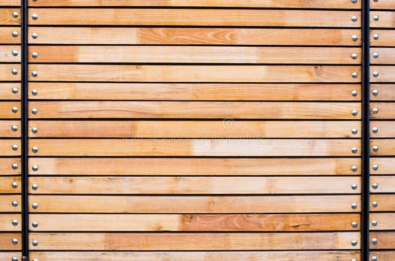 Natürlicher Rahmen gemacht von den Spitzen und von den Planken stockfoto