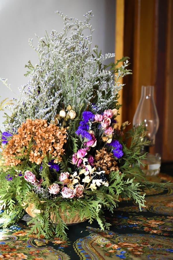 Natürliches getrocknetes Blumengesteck - Weihnachten stockfotografie