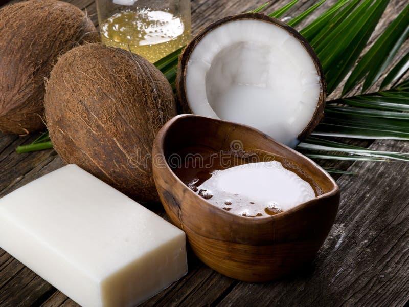 Natürliches Kokosnusswalnußschmieröl stockfotografie