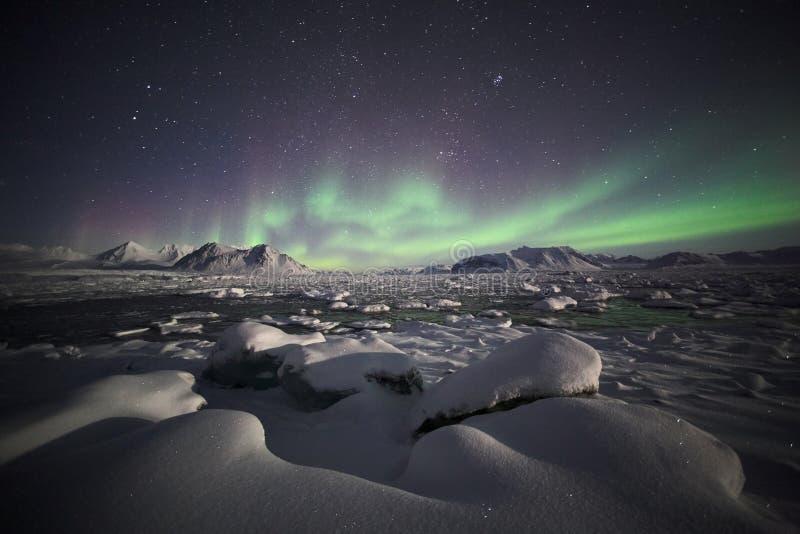 Natürliches Phänomen der Nordleuchten stockfoto