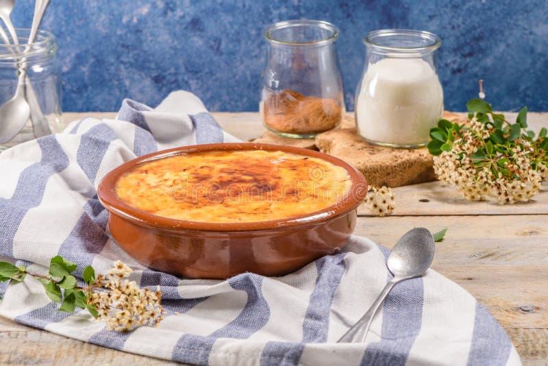 Nata portuguesa del leite imagen de archivo