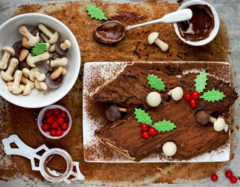 Natal Bush de Noel - cavaca caseiro do yule do chocolate, Chri imagens de stock