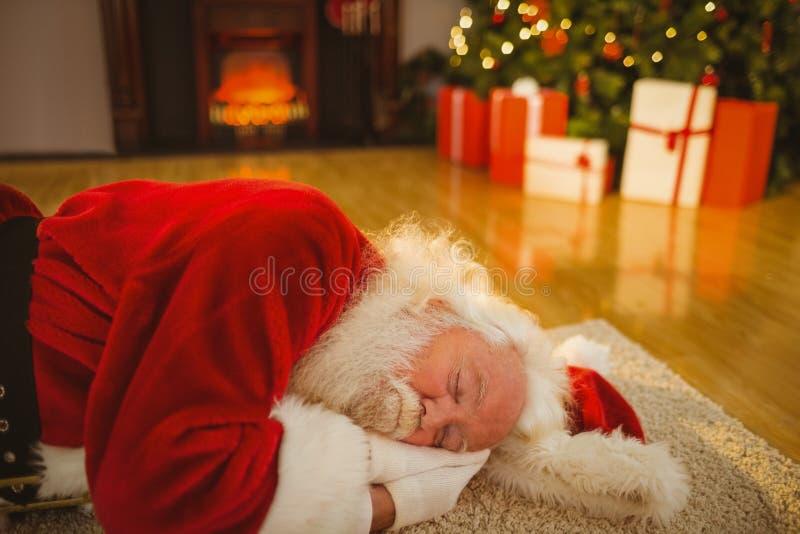 Natal do pai que dorme no tapete imagem de stock royalty free