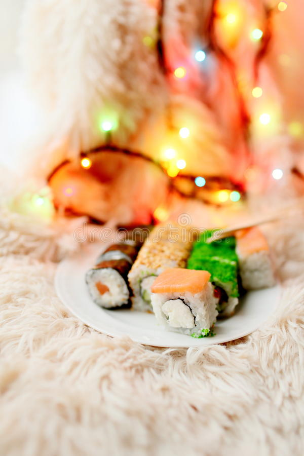Natal dos rolos de sushi imagens de stock