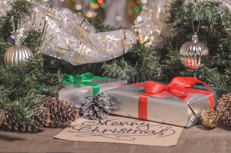 Natal e ano novo, presentes, brinquedos, decoração, abeto e cumprimentos do Natal fotos de stock