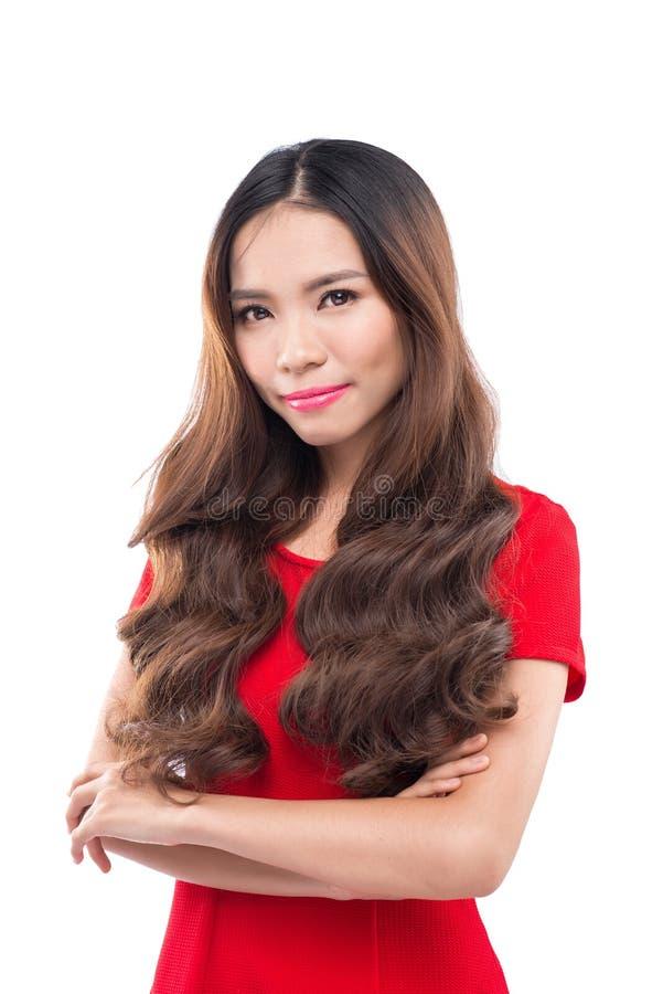 Natal, x-mas, inverno, conceito da felicidade - retrato de uma mulher asiática de sorriso foto de stock