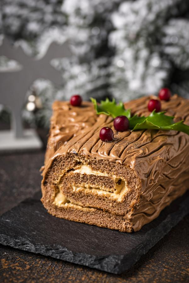 Natal Yule Log Cake Sobremesa tradicional do chocolate fotos de stock