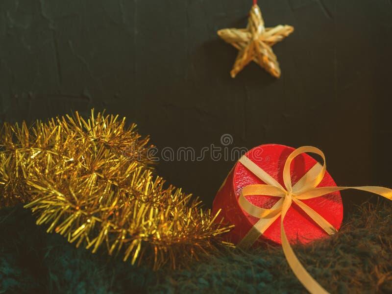 Natale, bella carta leggiadramente del nuovo anno, manifesto, natura morta Accessori di festa Priorità bassa concettuale fotografie stock