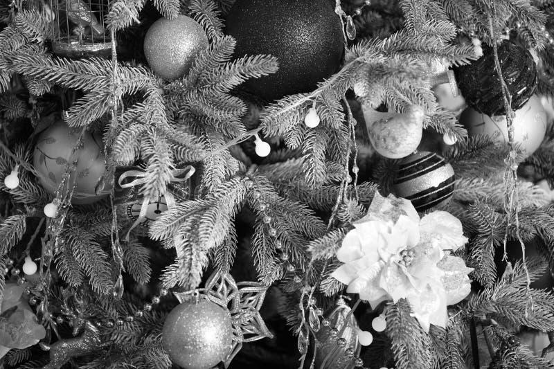 Natale Bello albero decorato con i giocattoli La mattina prima di natale Festa di nuovo anno Nuovo anno felice Natale fotografie stock
