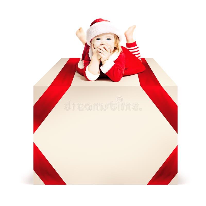Natale Bugia del bambino di natale sul grande contenitore di regalo immagine stock libera da diritti