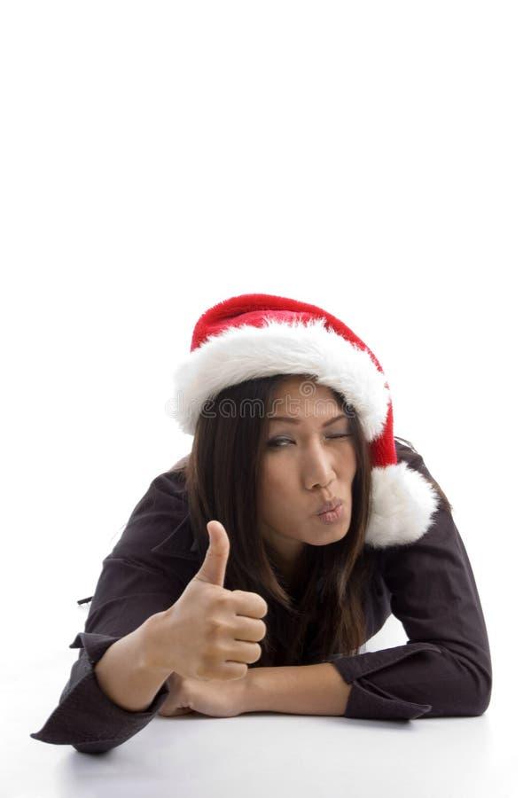 Natale che celebra femmina che mostra i pollici in su immagini stock