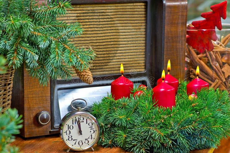 Natale corona e sveglia fotografie stock libere da diritti