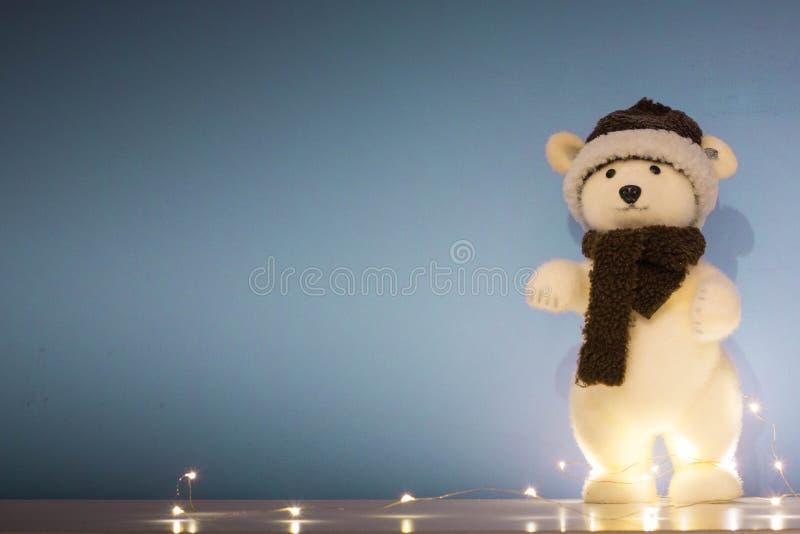 Natale fondo, carta da parati con l'orso polare del giocattolo fotografia stock libera da diritti