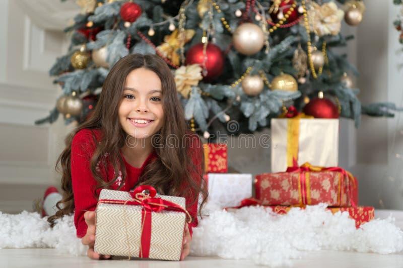 Natale Il bambino gode della festa La mattina prima di natale Festa di nuovo anno Nuovo anno felice simili della ragazza del picc fotografie stock