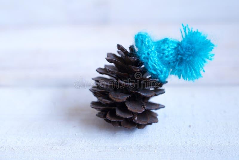 Natale: il grumo nel cappello blu, decorazione per il Natale TR immagine stock libera da diritti