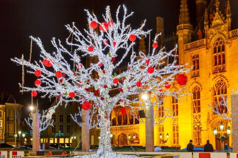 Natale Market Place a Bruges, Belgio fotografie stock libere da diritti