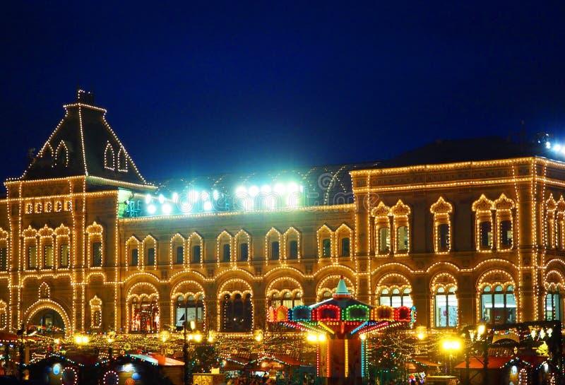 Natale a Mosca, Russia Quadrato rosso, GOMMA, le decorazioni del nuovo anno ed illuminazione fotografia stock libera da diritti