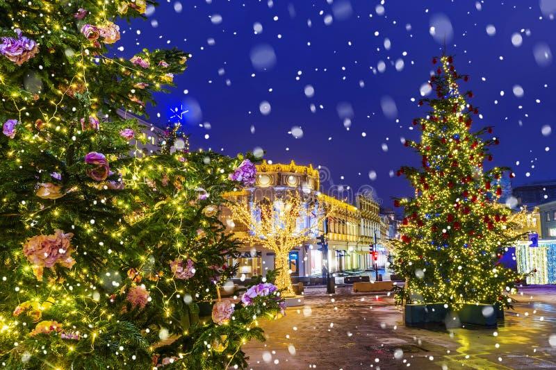 Natale a Mosca Vie festivo decorate di Mosca fotografia stock