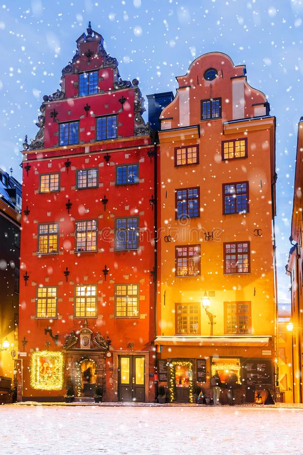 Natale a Stoccolma Case festivo decorate nel quintale immagini stock libere da diritti