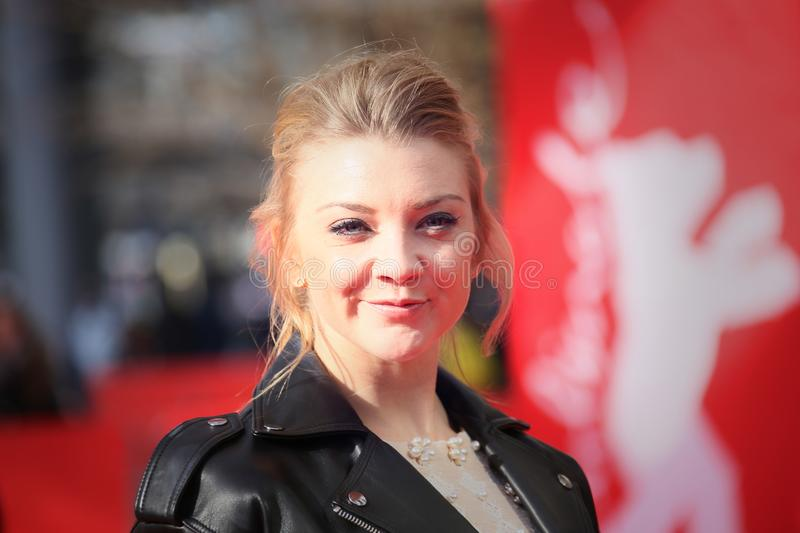 Natalie Dormer atende ao piquenique do ` no ` de suspensão da rocha fotografia de stock royalty free