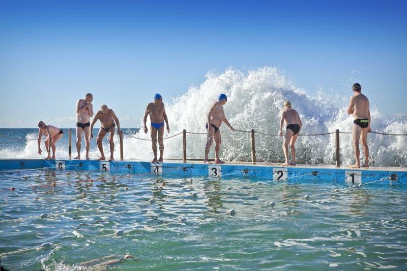Natation australienne de piscine de plage photographie stock