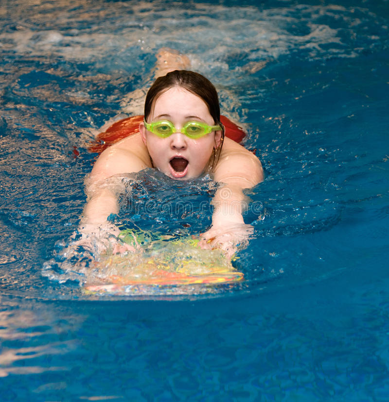 natation de natation de regroupement de fille image libre de droits