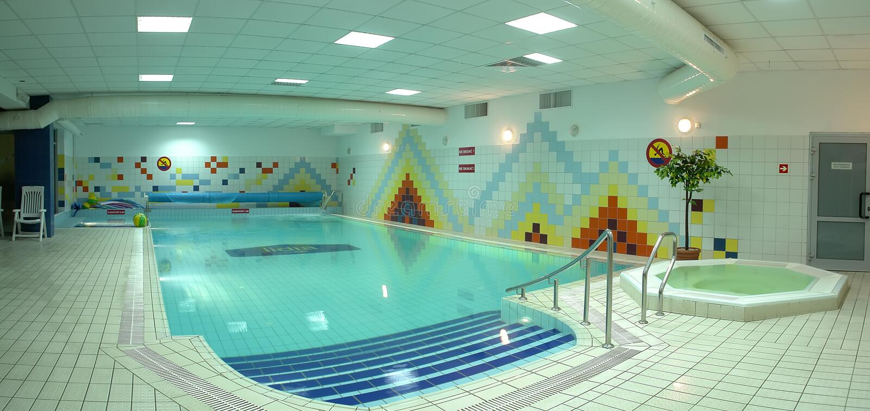 natation de regroupement d'intérieur photo stock