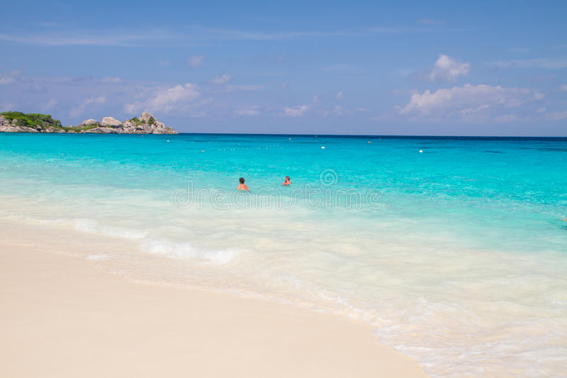 Natation non identifiée de tourisme aux îles beaufiful photos stock