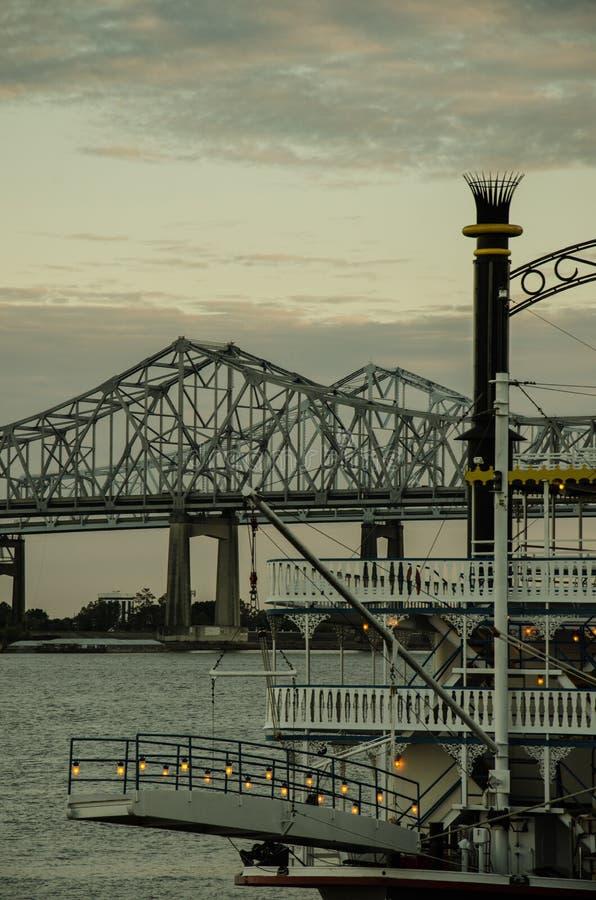 Natchez Steamboat przy rzeką mississippi - Nowy Orlean obraz royalty free