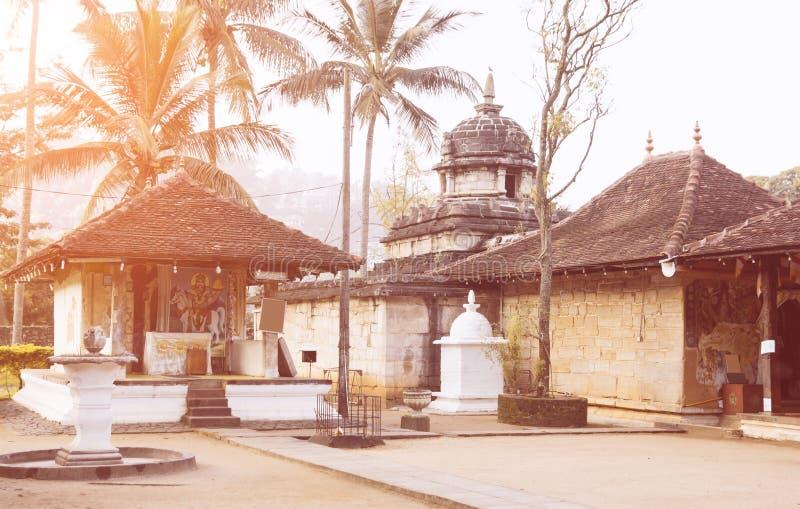 Natha Devalaya i Tooth Relic, känd buddhist Temple royaltyfria foton