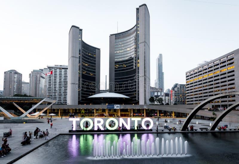 Nathan Phillips Square e comune su Toronto fotografia stock libera da diritti