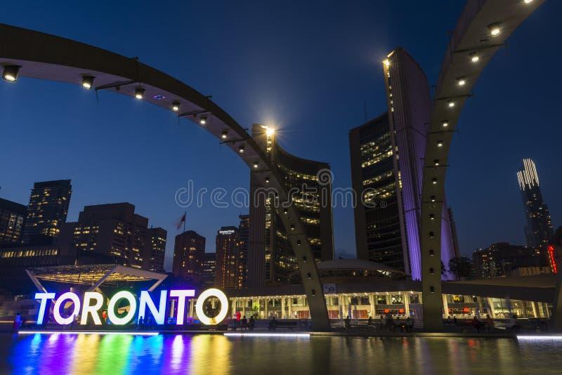 Nathan Phillips Square y ayuntamiento en Toronto fotografía de archivo