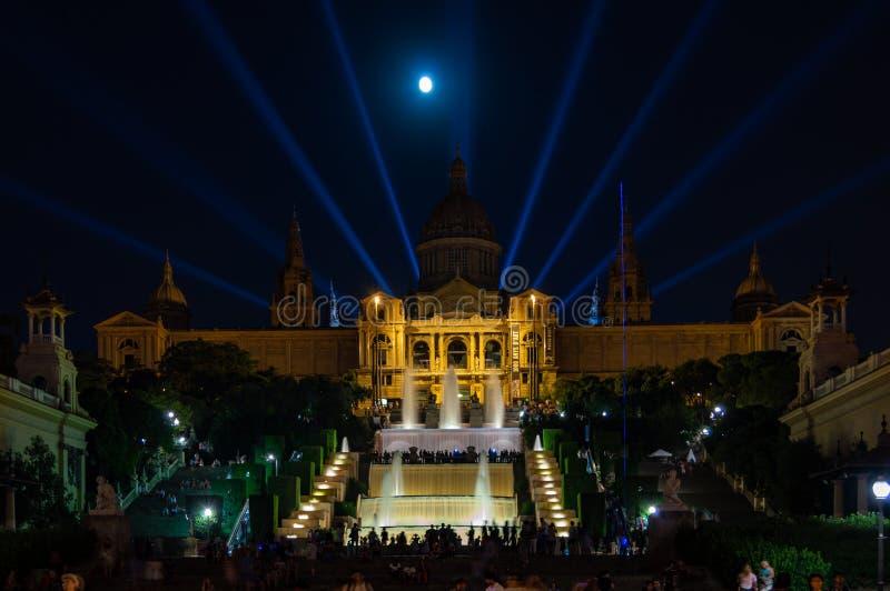 Nationaal Art Museum van Catalonië MNAC in Barcelona bij nacht, Catalonië, Spanje royalty-vrije stock afbeelding