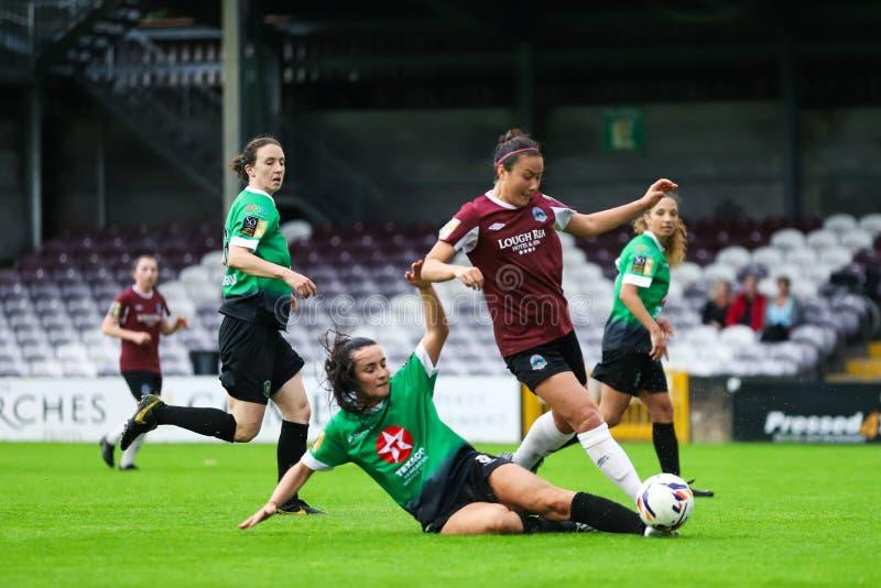 Nationaal de Ligaspel van vrouwen: Galway WFC versus Verenigde Peamount stock afbeeldingen