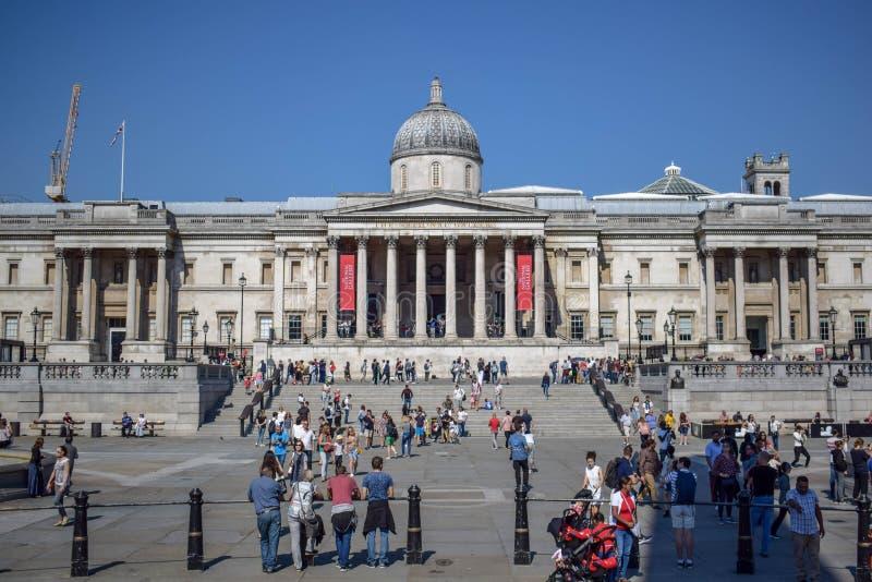 National Gallery aglomerado no quadrado de Trafalgar em Londres, Inglaterra fotos de stock royalty free