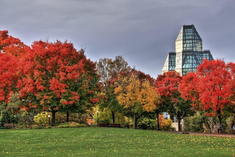 National Gallery de Canadá y de los colores del otoño fotos de archivo libres de regalías