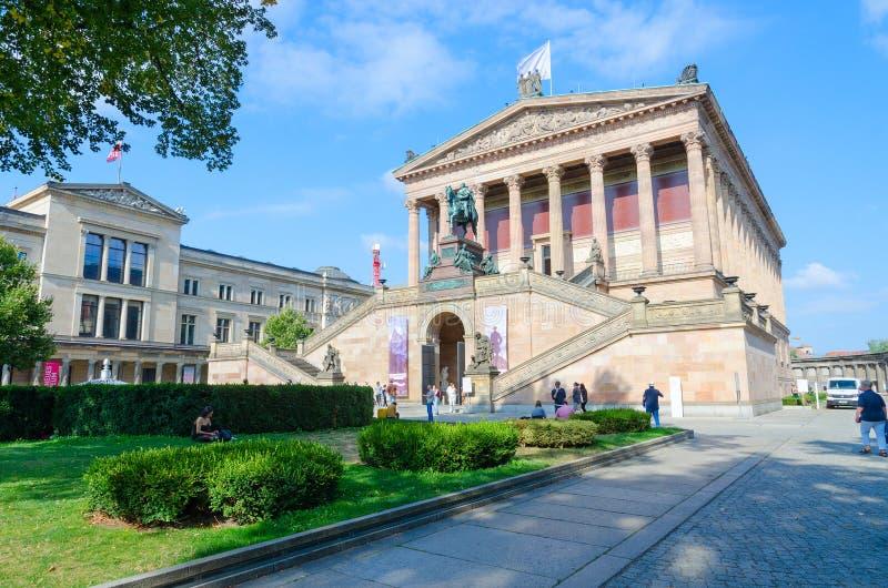 National Gallery velho e museu novo na ilha de museu famosa, Berlim, Alemanha fotos de stock