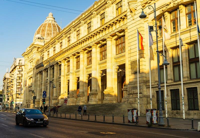 National History Museum facade in het centrum van Boekarest, Roemenië, 2019 stock foto