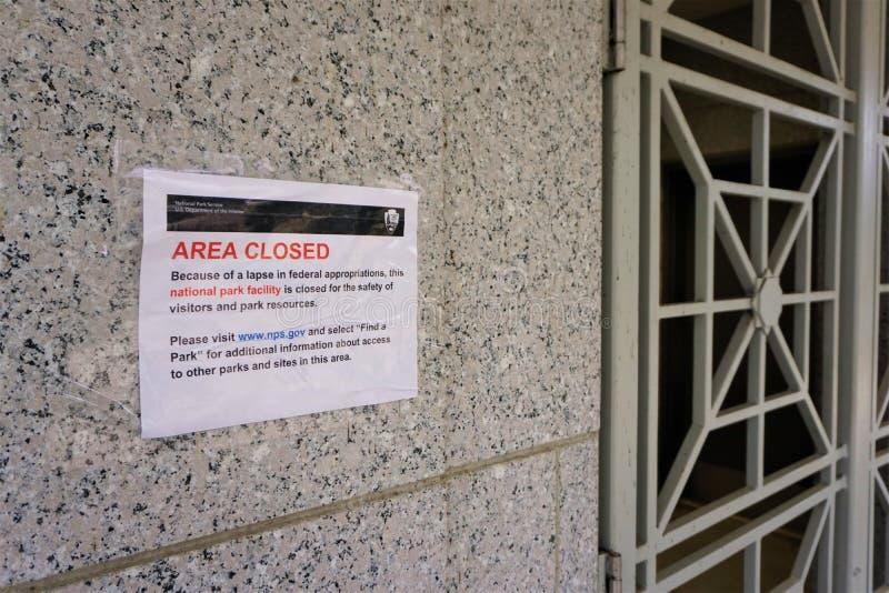 National Park Service-Bereich schloss nahe bei zerriebener Tür stockfotografie