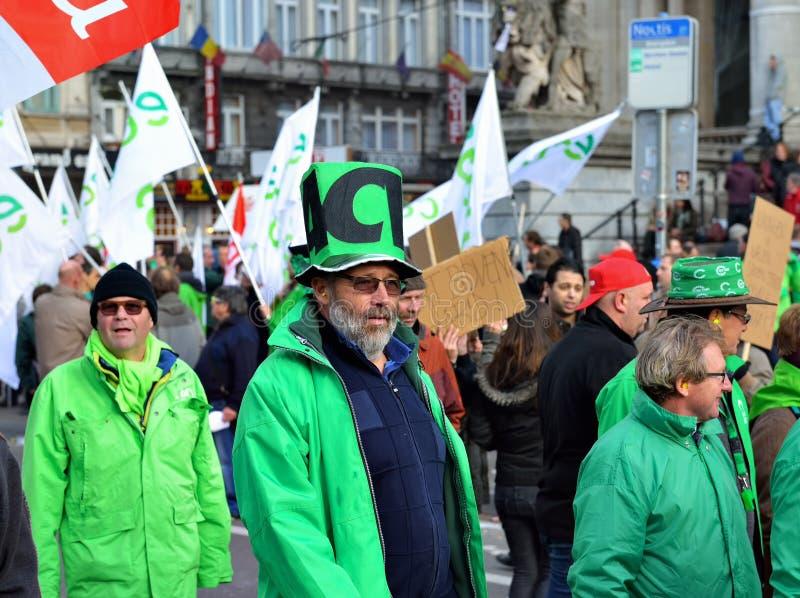 Nationale die manifestatie tegen versoberingsmaatregelen door Belgische overheid worden geïntroduceerd stock fotografie