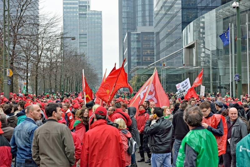 Nationale die manifestatie tegen versoberingsmaatregelen door Belgische overheid worden geïntroduceerd stock afbeeldingen