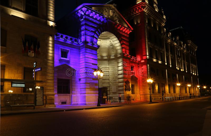 Nationale Farben in der Beleuchtung in Paris, Frankreich lizenzfreie stockbilder